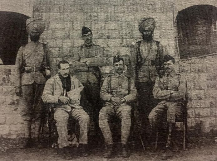 indian soldiers with british officers saragarhi